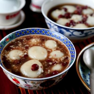 赤豆酒酿黑芝麻汤圆