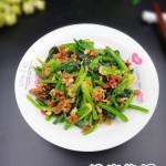 麻辣腊肠拌菠菜