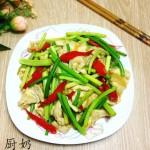 蒜苔炒鸡胸肉