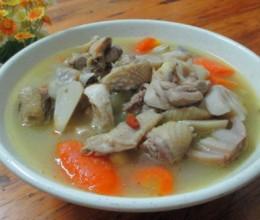 萝卜菌菇鸡汤