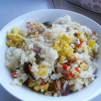 火腿香菇蛋炒饭