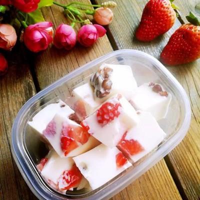 草莓红豆椰奶冻