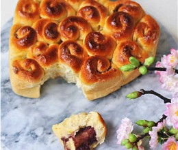 紫薯红豆卷面包花
