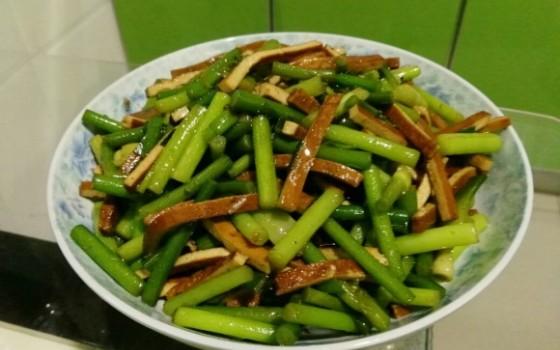 蒜苔炒豆干