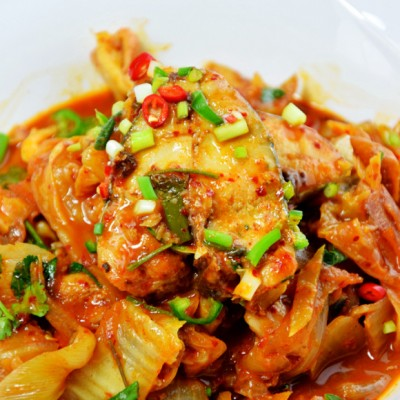 辣白菜炖鲅鱼