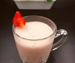 芭蕉草莓奶昔