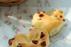 心形葡萄干面包