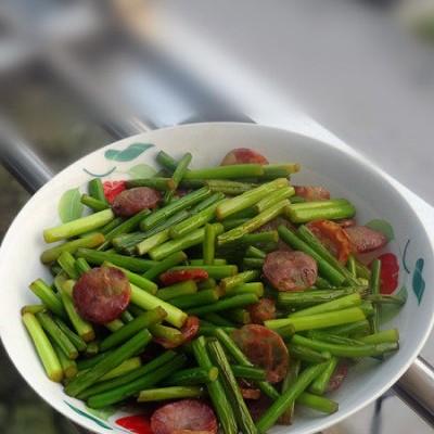 香肠炒蒜苔