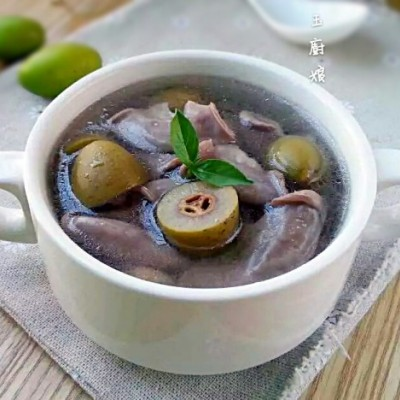 青橄榄粉肠汤