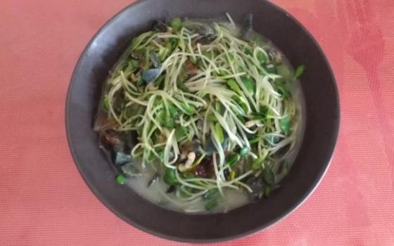 皮蛋芽苗菜汤