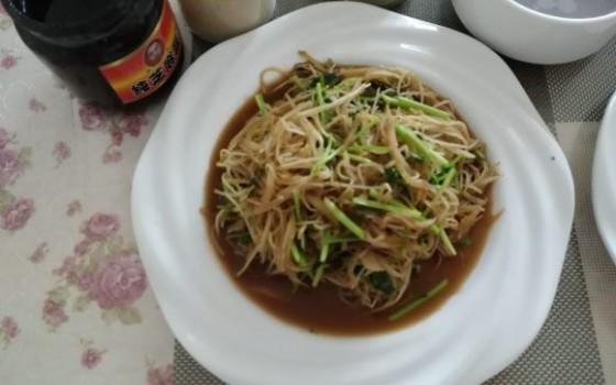土豆丝炒芽苗菜