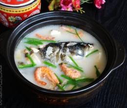 腊肉豆腐炖鲢鱼头