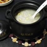 砂锅煲玉米毛豆小米粥