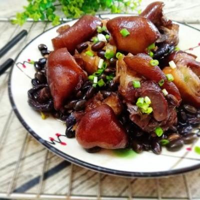 黑豆焖猪蹄