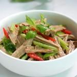 芹菜拌黑豆腐竹