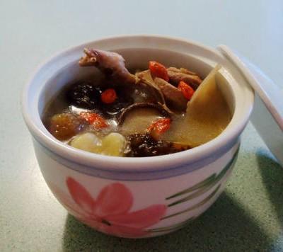 海參花膠鵪鶉湯
