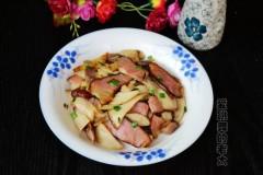 湘西腊肉炒杏鲍菇