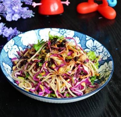 紫甘蓝拌金针菇