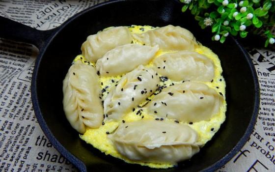 鸡蛋抱饺子