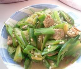 肉片炒秋葵