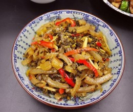酸菜炒肉皮