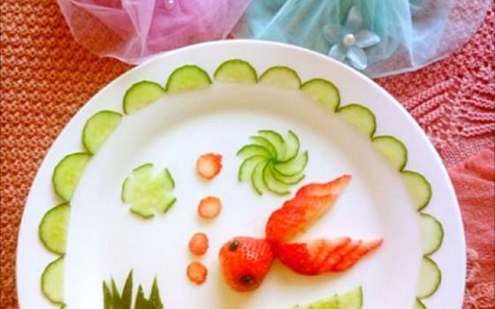 水果拼盘-草莓金鱼