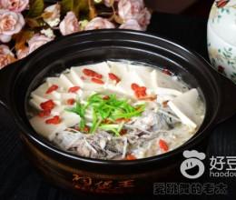 千叶豆腐金针菇炖海鲈