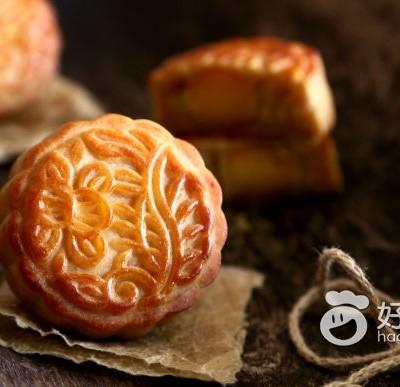 广式豌豆沙蛋黄月饼