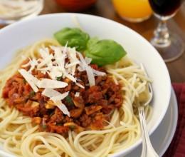 蘑菇牛肉番茄酱意大利