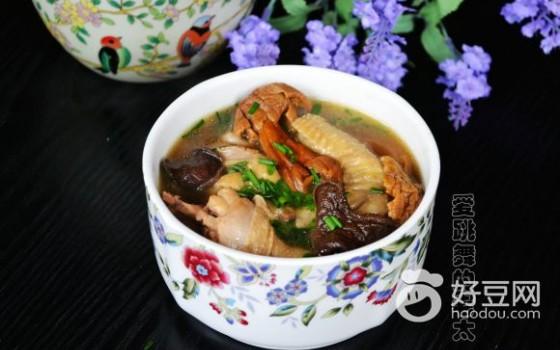 云南野生菌菇炖鸡汤