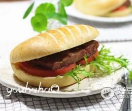帕尼尼牛排三明治