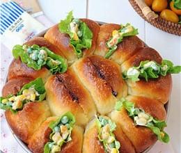 蓝莓沙拉花环面包