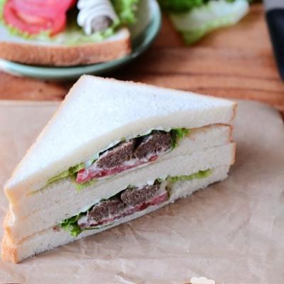 自制牛肉肠三明治