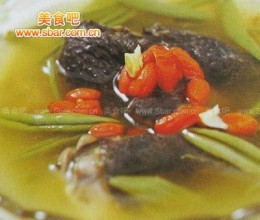 菜谱:乌骨鸡莼菜汤的做法
