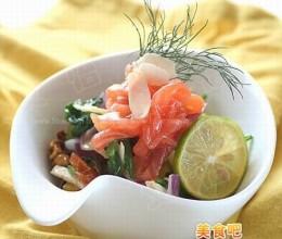 十一长假 时蔬三文鱼沙拉