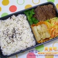 爱心盒饭155:酱牛肉+海米冬瓜+胡萝卜炒苤兰