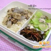 爱心盒饭152:雪魔芋煮鸡+炒海带+青笋炒蘑菇