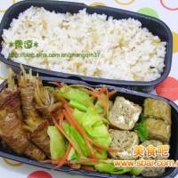 爱心盒饭147:牛蒡牛肉卷+莲白红萝卜+牛蒡厚蛋烧