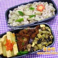 爱心盒饭146:粉蒸肉+冬瓜煮豆腐+炒香菇笋丁