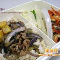 爱心盒饭142:洋葱豆腐牛肉盖饭+炒蘑菇+蒜香萝卜