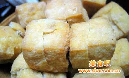 油炸豆腐的家常做法_家常鱼头豆腐煲[详细图解]的做法【图解】_家常鱼头煲