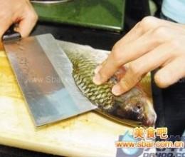 豆瓣酱蒸鲫鱼的做法