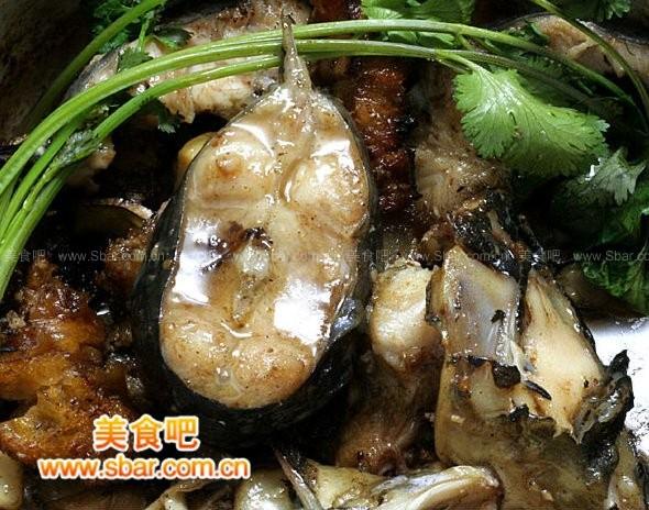 蒜子焖鲶鱼