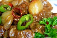 红葱头焖牛肉的做法
