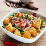 油豆腐煮鱼的做法