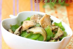 青椒炒三文鱼片的做法