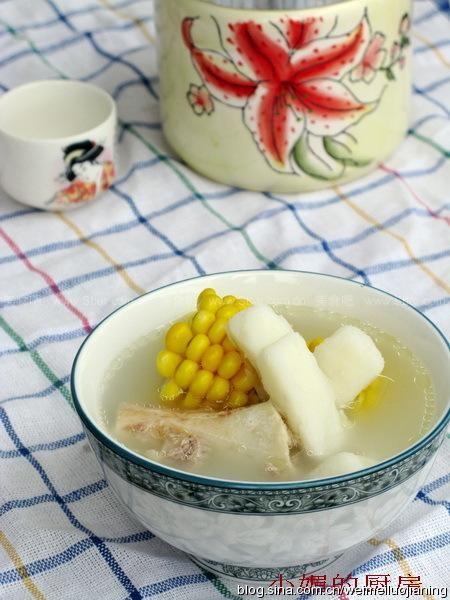 山药玉米筒骨汤的做法