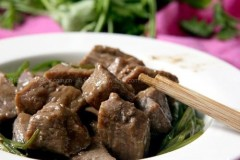 黑椒西芹牛肉粒