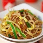 黄豆芽炒粉条(素菜)