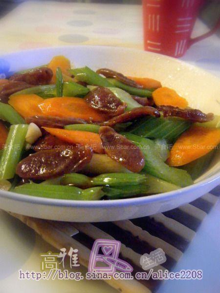 芹菜红萝卜炒腊肠